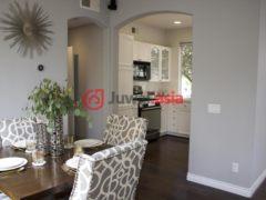 居外网在售美国圣地亚哥3卧3卫的房产总占地125平方米USD 739,000