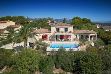 居外网在售法国4卧3卫曾经整修过的房产总占地3000平方米EUR 2,200,000